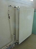 Refection des tuyaux d'alimentation d'un radiateur ayant chuté du mur