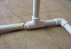 Tube rigide PVC d'alimentation sous pression - cassé net.
