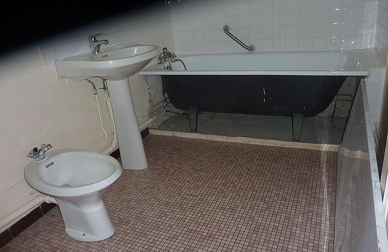 renovation d 39 une petite salle de bains en immeuble thierry plomberie depannage. Black Bedroom Furniture Sets. Home Design Ideas
