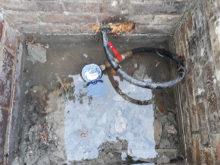 Une cuve de compteur à eau inondée