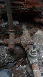 Une tuyauterie acier rongée jusqu'à l'os